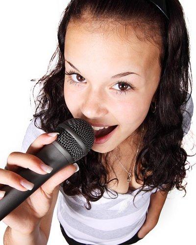 カラオケで人気のある曲ランキングTOP5(20代女性編)